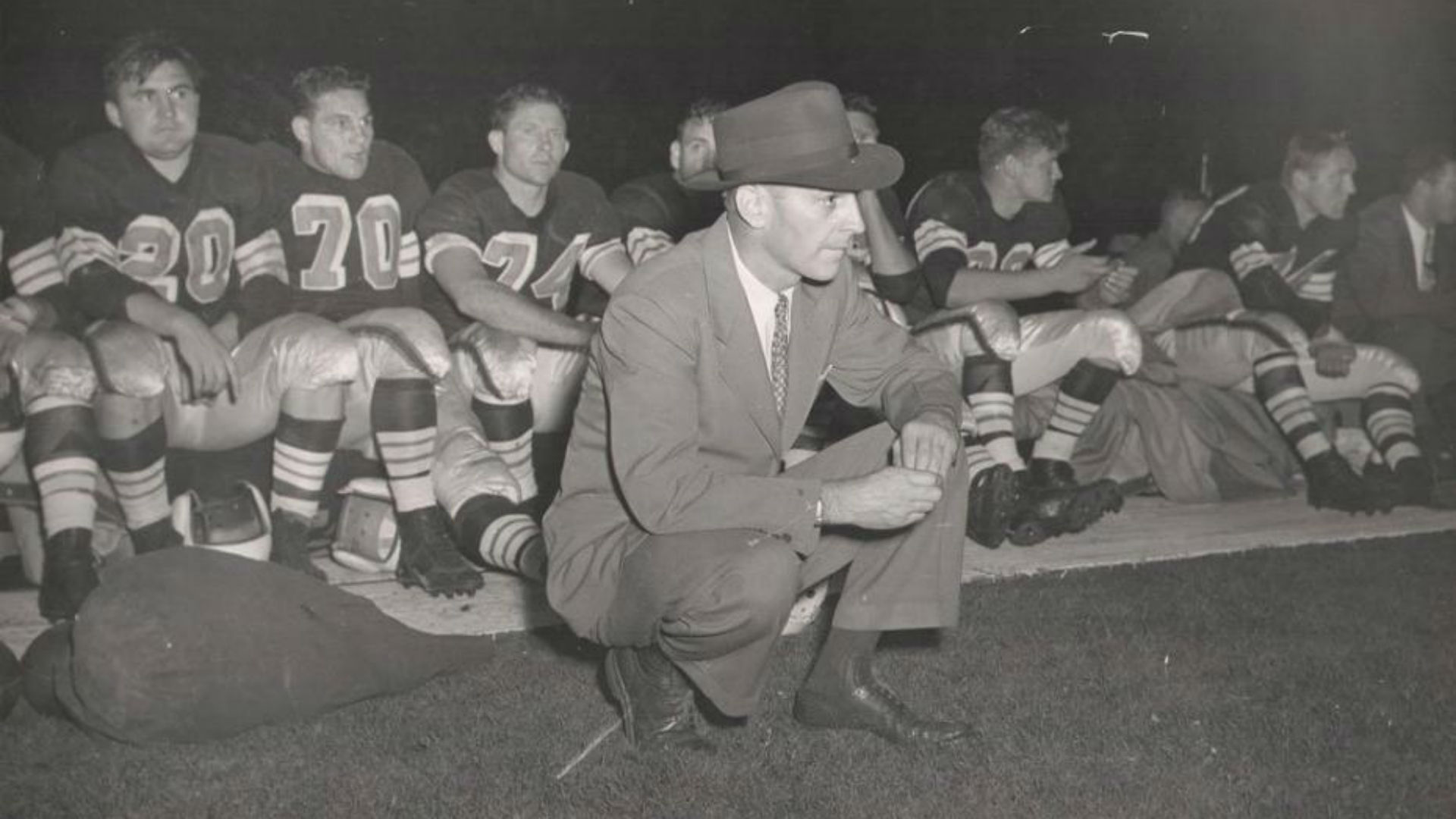 1946-cleveland-browns-uniforms-041415-ft
