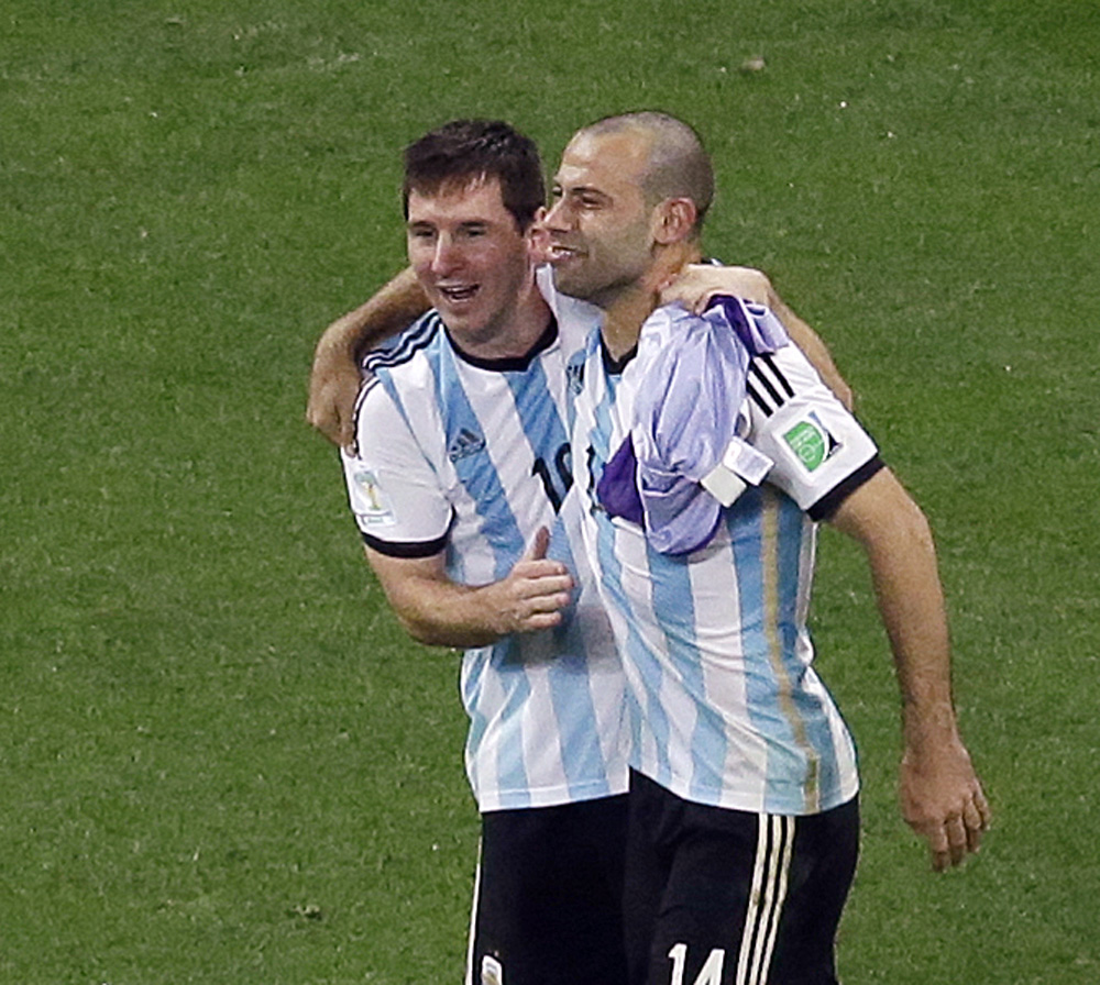 Messi-Mascherano-DL-070914.jpg