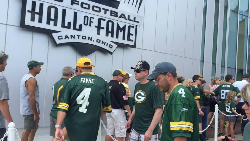 fc2d493f1 Brett Favre fans bleed green all over Pro Football Hall of Fame weekend