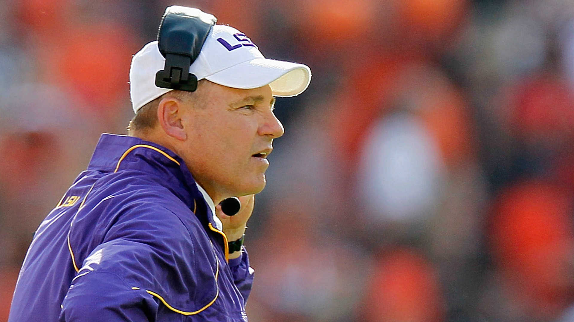 Les Miles shows off acting skills by reenacting classic films