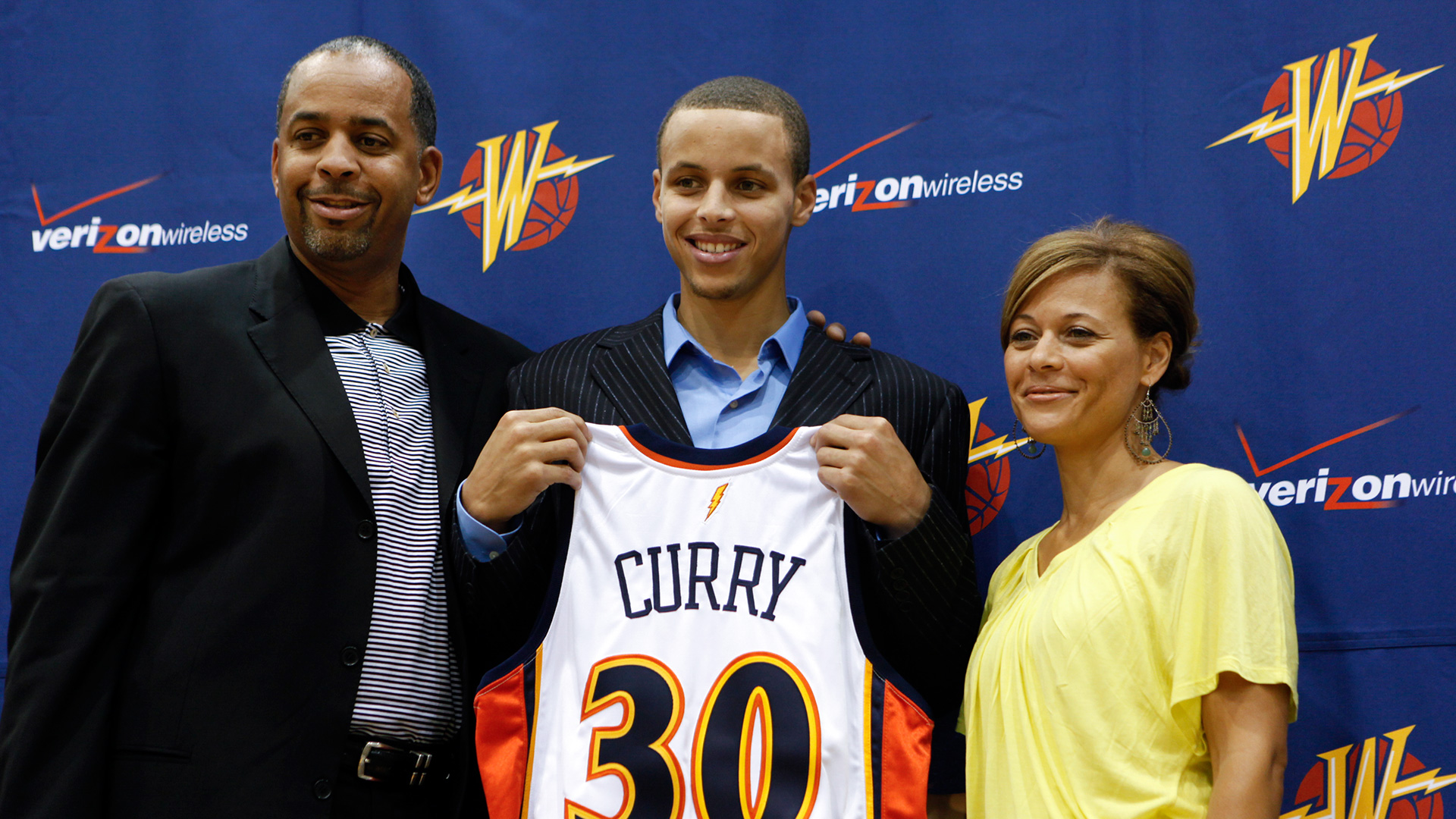 Stephen Curry s family grounds him even as it s surreal for them