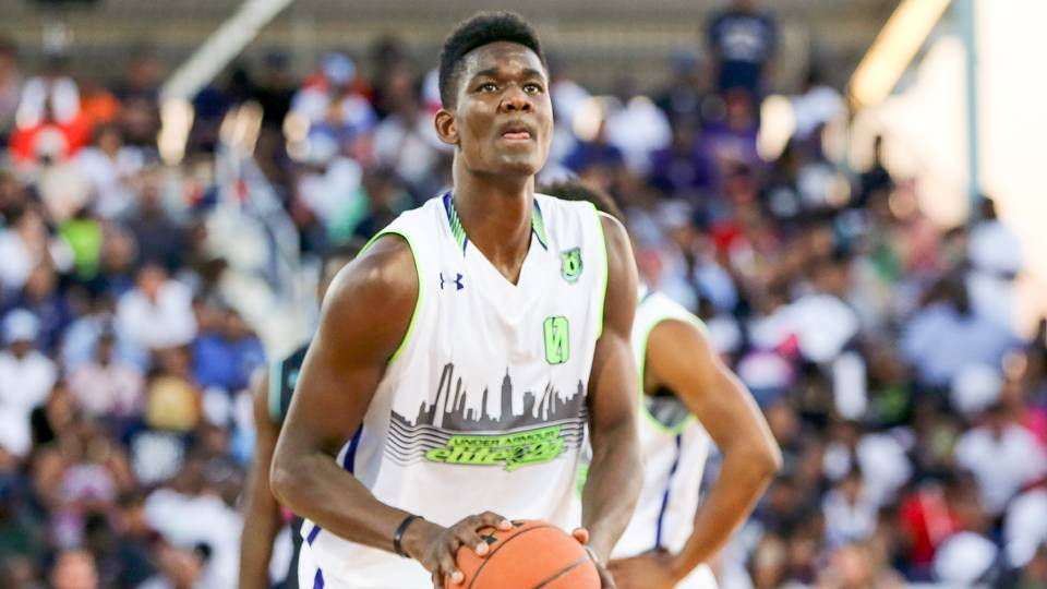 DeAndre Ayton shocks recruiting world by becoming first No ...
