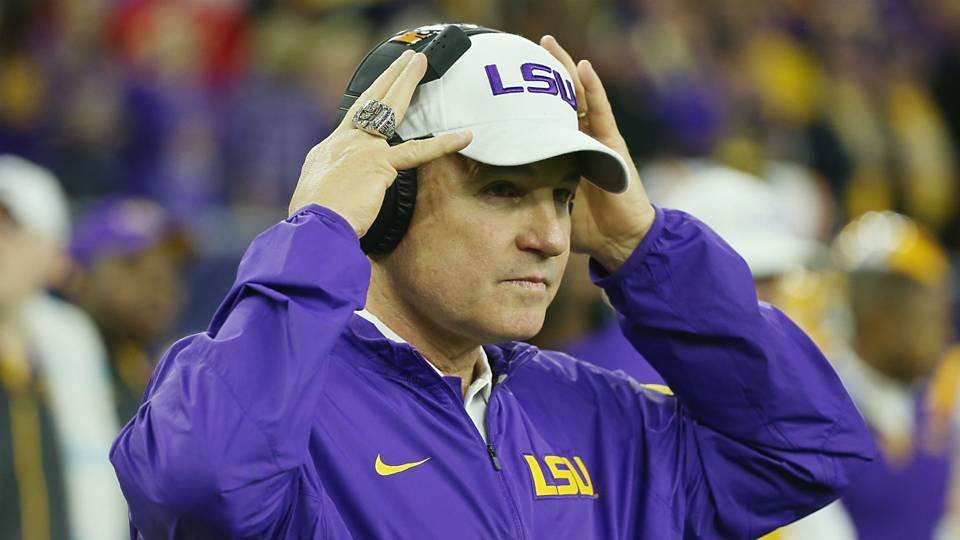 angry bender les miles on the hot seat is just ridiculous ncaa football sporting news. Black Bedroom Furniture Sets. Home Design Ideas