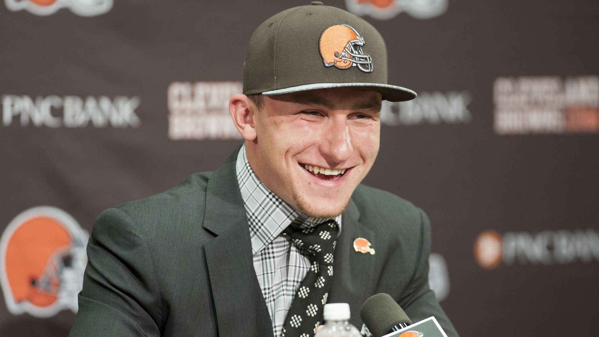 Manziel tweets to Trump, then deletes account