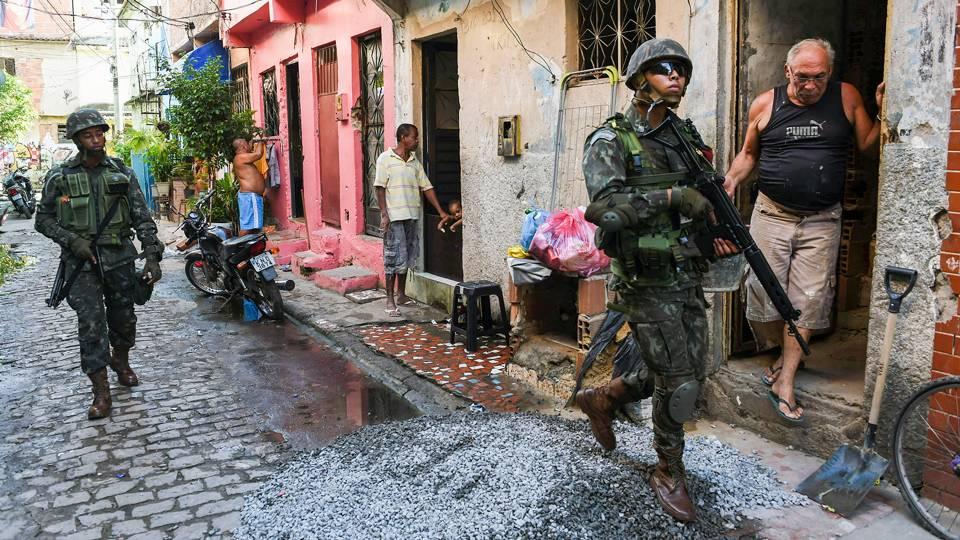 01-Rio-favelas-081416-GETTY-FTR.jpg