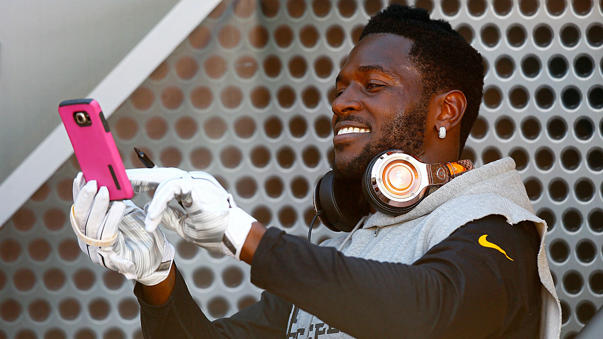 Maybe Antonio Brown is not going to Bills after all