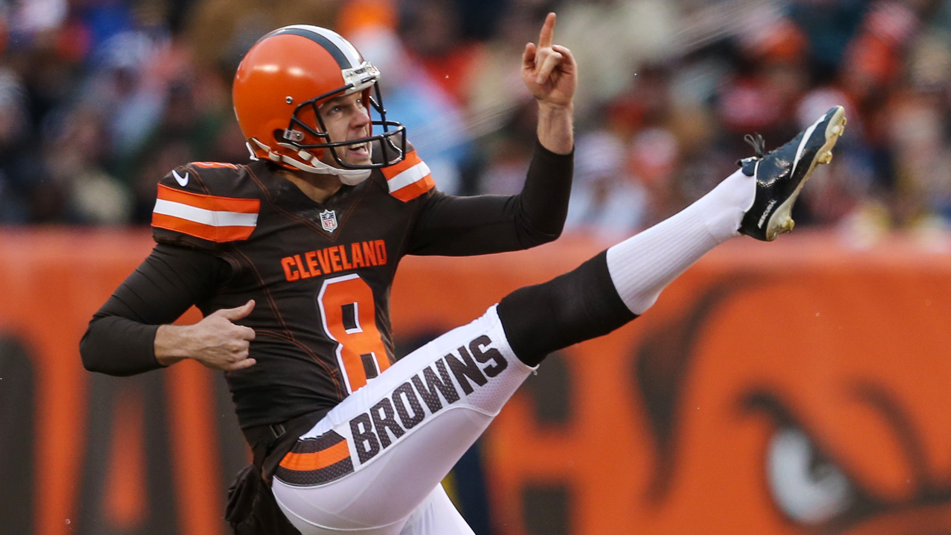 Cleveland Browns continue roster purge, trade punter Andy Lee