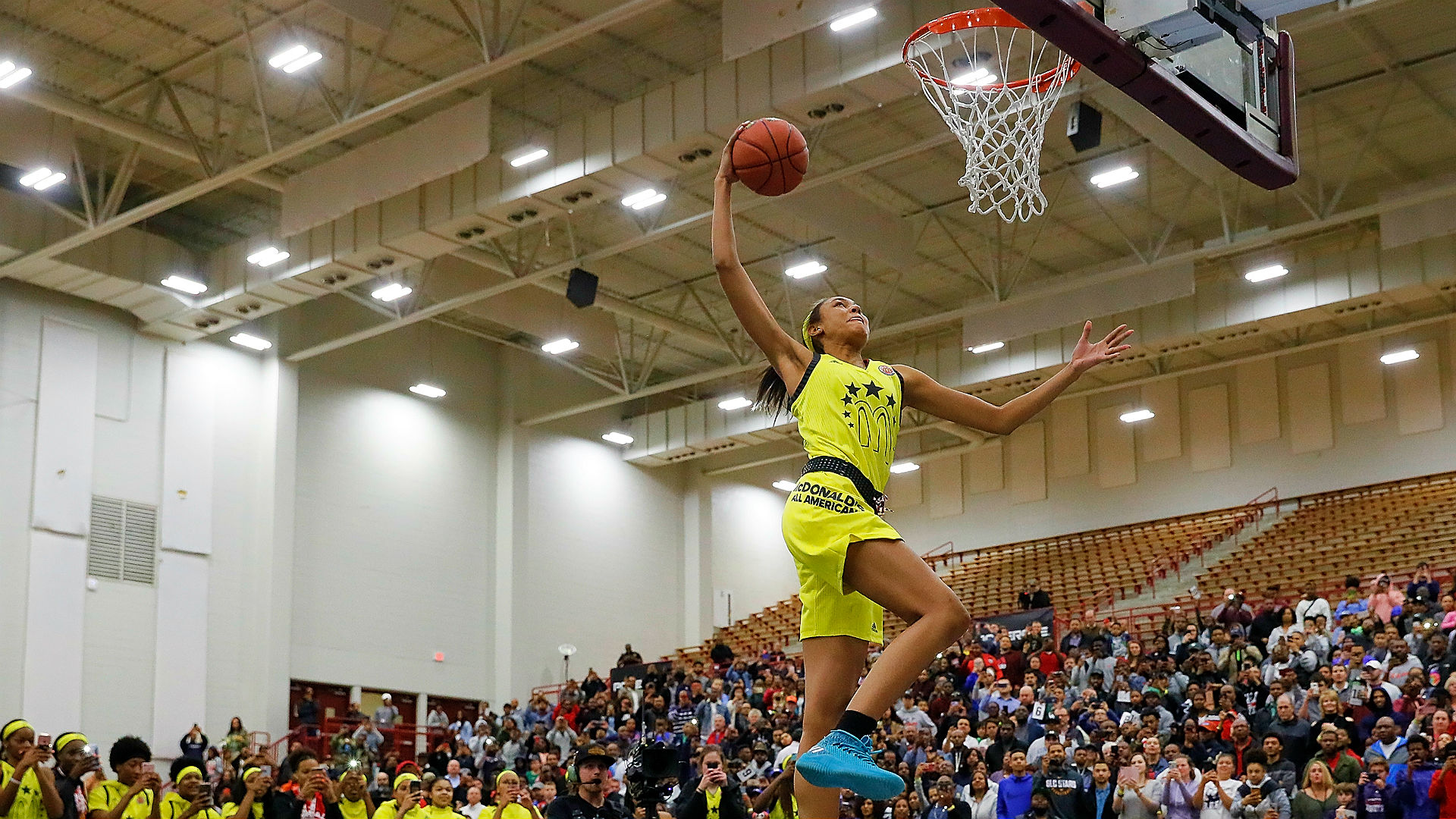Winder-Barrow girls basketball player throws down flawless slam in dunk contest