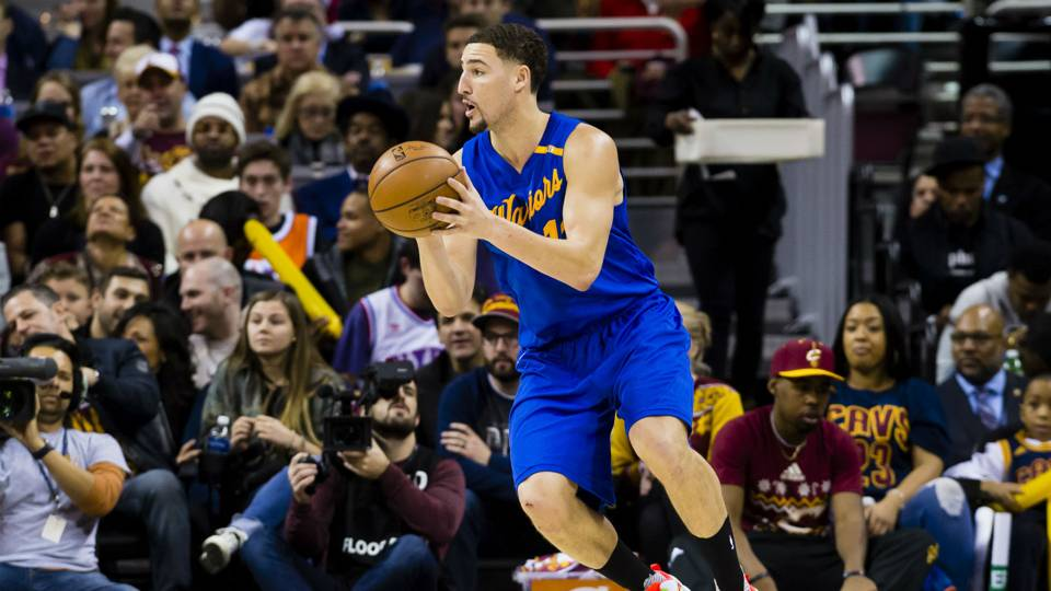 Sn Exclusive Warriors Klay Thompson Looking For Rest During