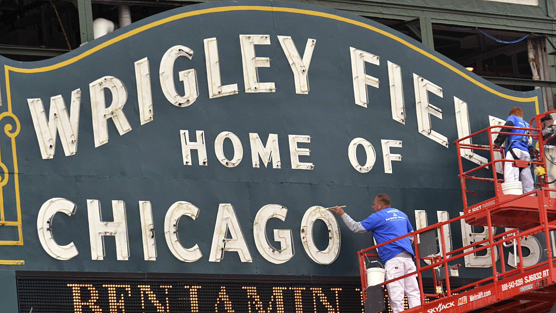 Cubs: 'Making Confines Friendlier' by keeping fans at bay