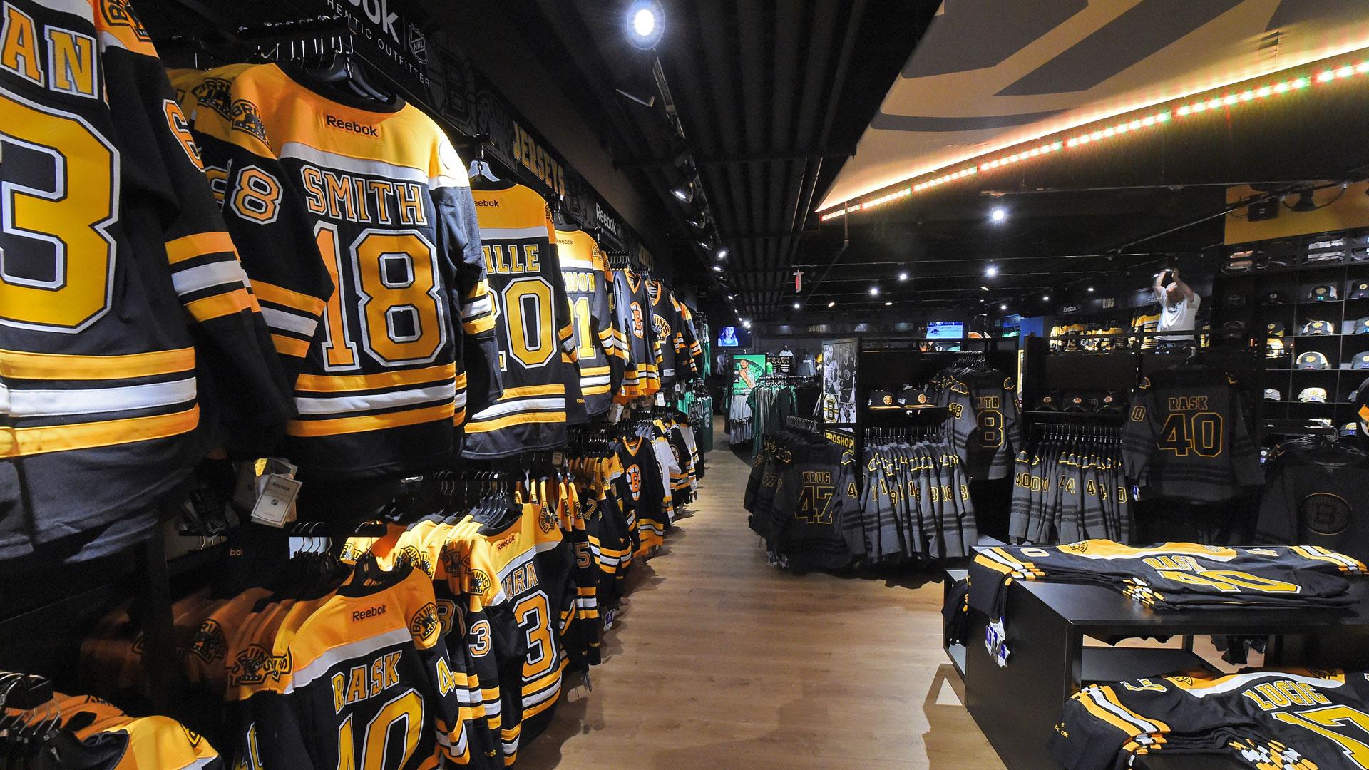8eaf0d547 Black Friday prep  Bigger team stores trend across major leagues · NHL