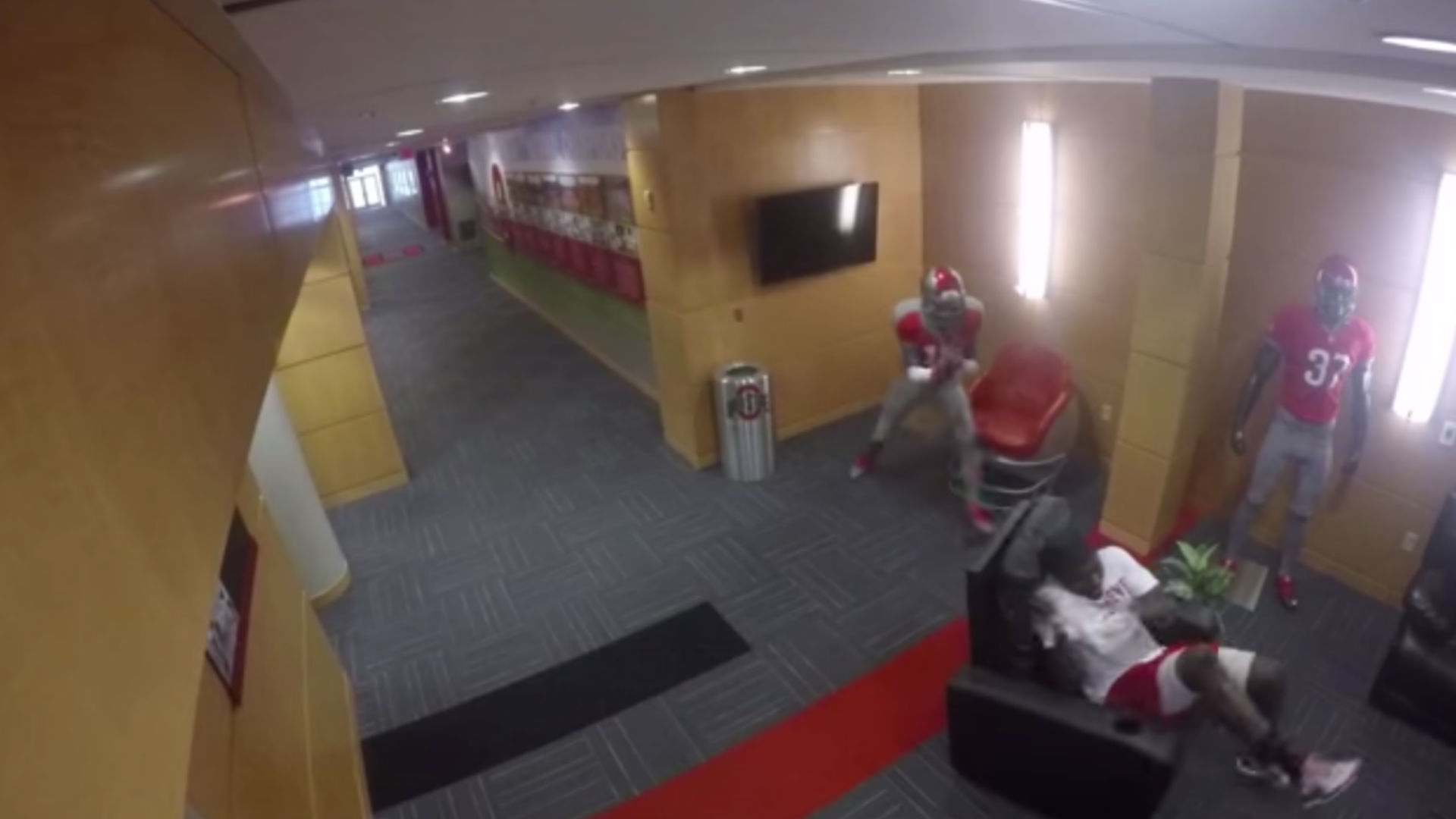 Cardale Jones, Ohio State teammates freak out over dummy prank