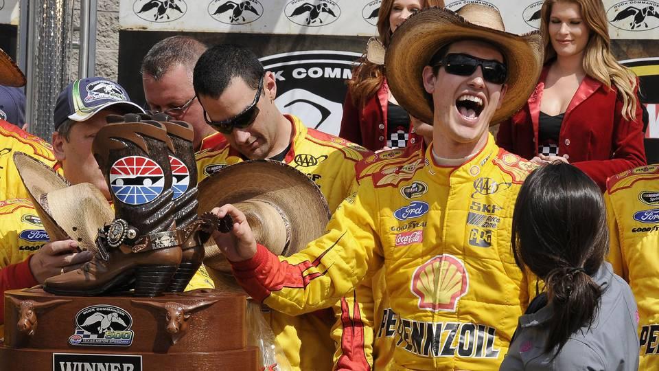 Joey Logano-win-Texas-AP-FTR.jpg