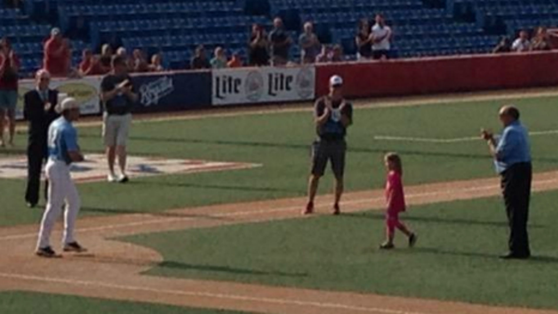 Sister of Kaiser Carlile throws out first pitch for Liberal Bee Jays