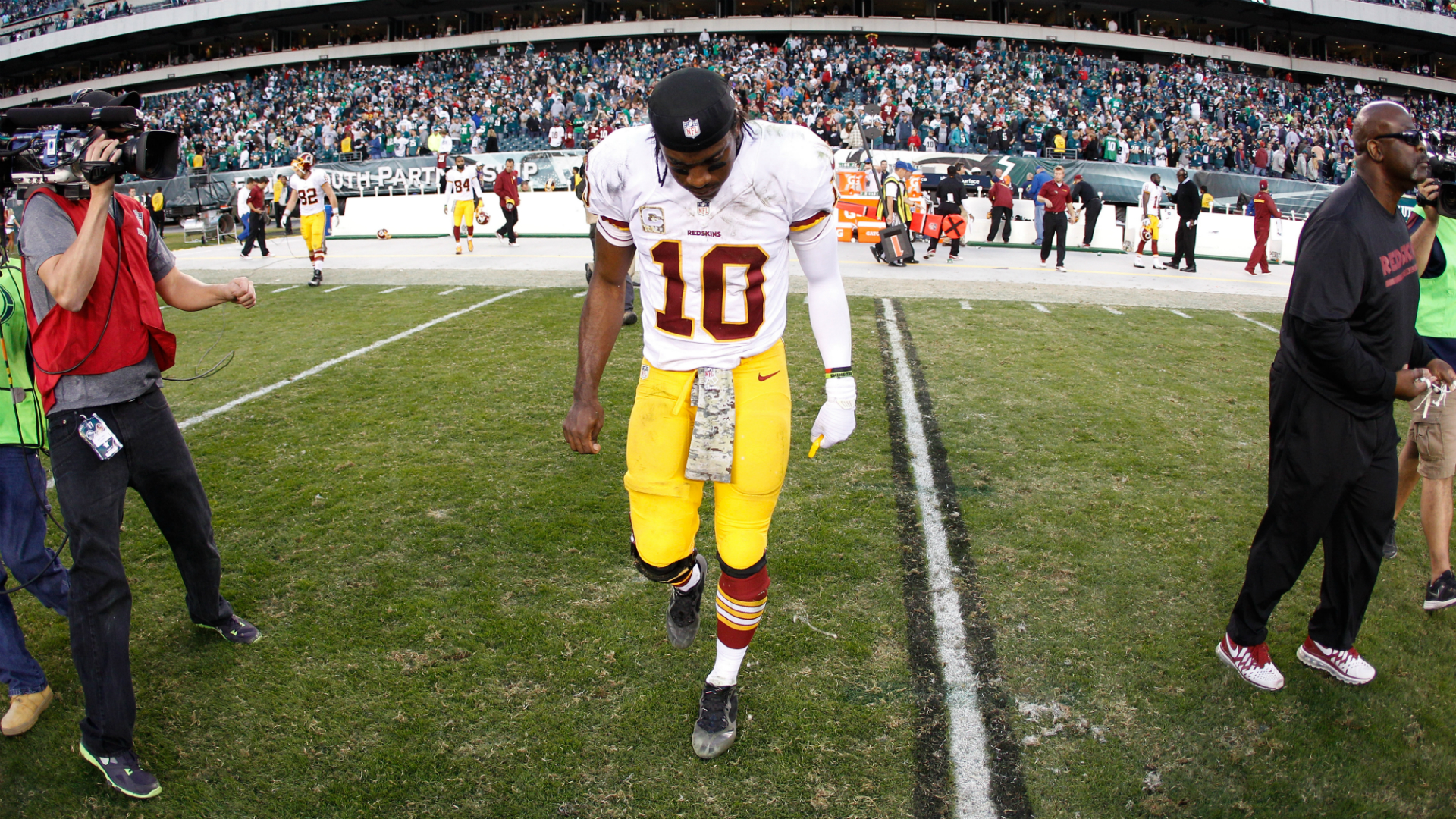 Robert Griffin III fires back at Santana Moss 'betrayal' over Redskins claim