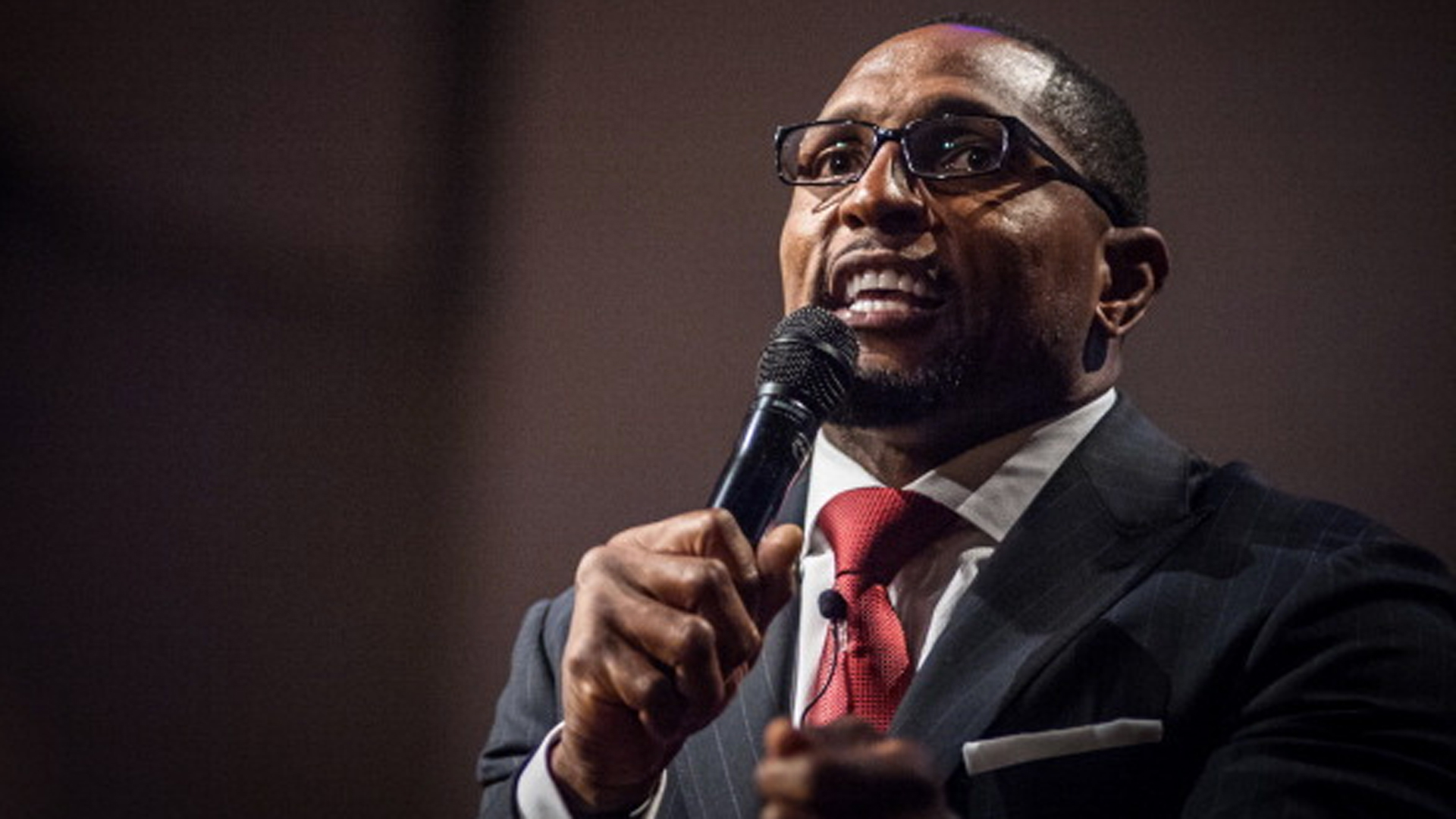 Ray Lewis delivers passionate message calling for peace in Baltimore