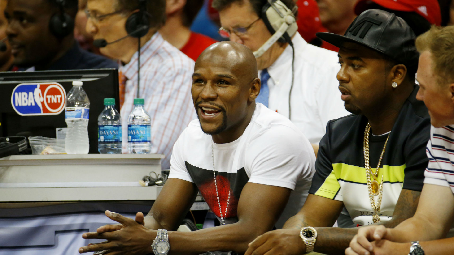 Floyd Mayweather cashes in on Warriors' blowout