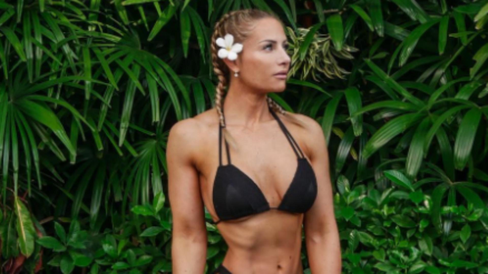 Bikini whipped cream fight