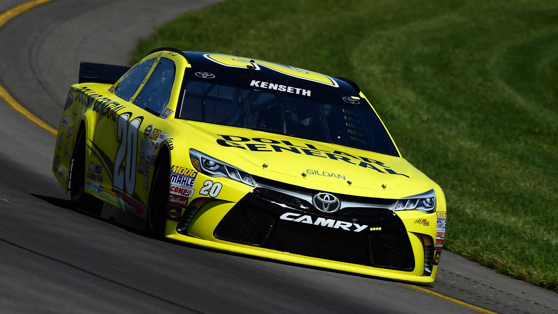 Matt Kenseth steals win on last lap at Pocono