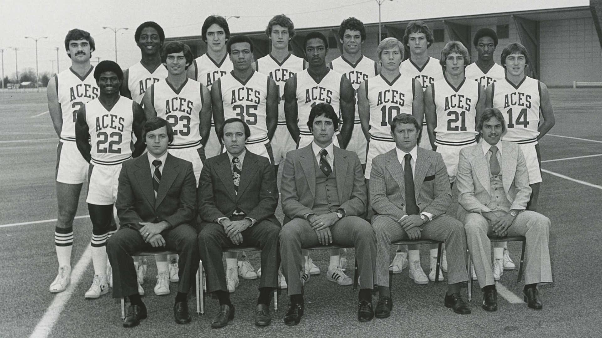 Image result for 1977 विश्वविद्यालय इवान्सविले की एक पुरुषों की बास्केटबॉल टीम की मौत