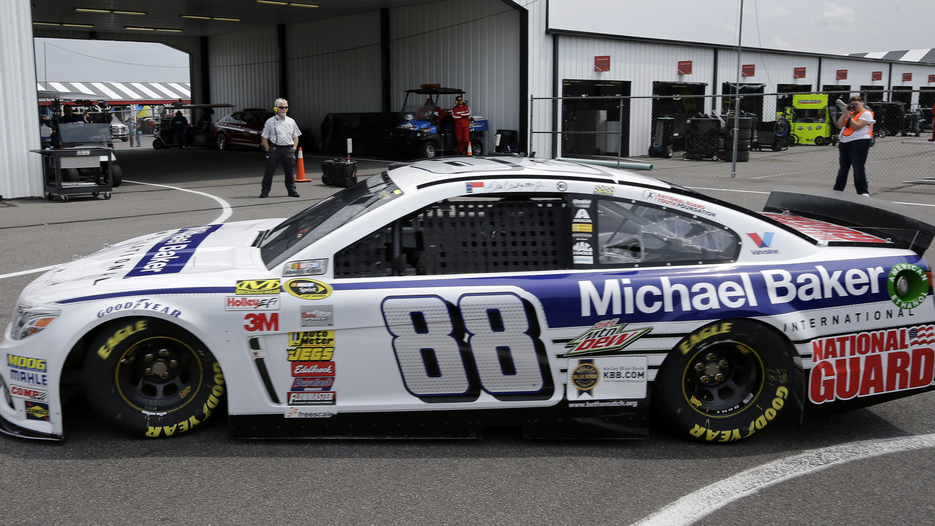 Dale Earnhardt Jr-car-080714-AP-FTR.jpg