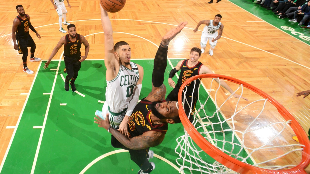Celtics' Jayson Tatum throws down huge dunk on LeBron James in Game 7