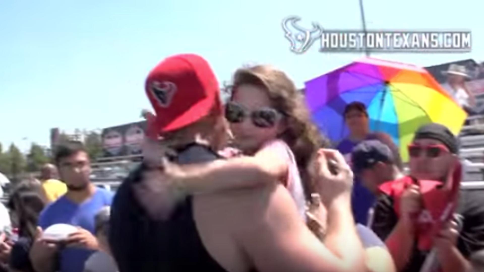 Adorable young Texans' fan hugs, kisses J.J. Watt