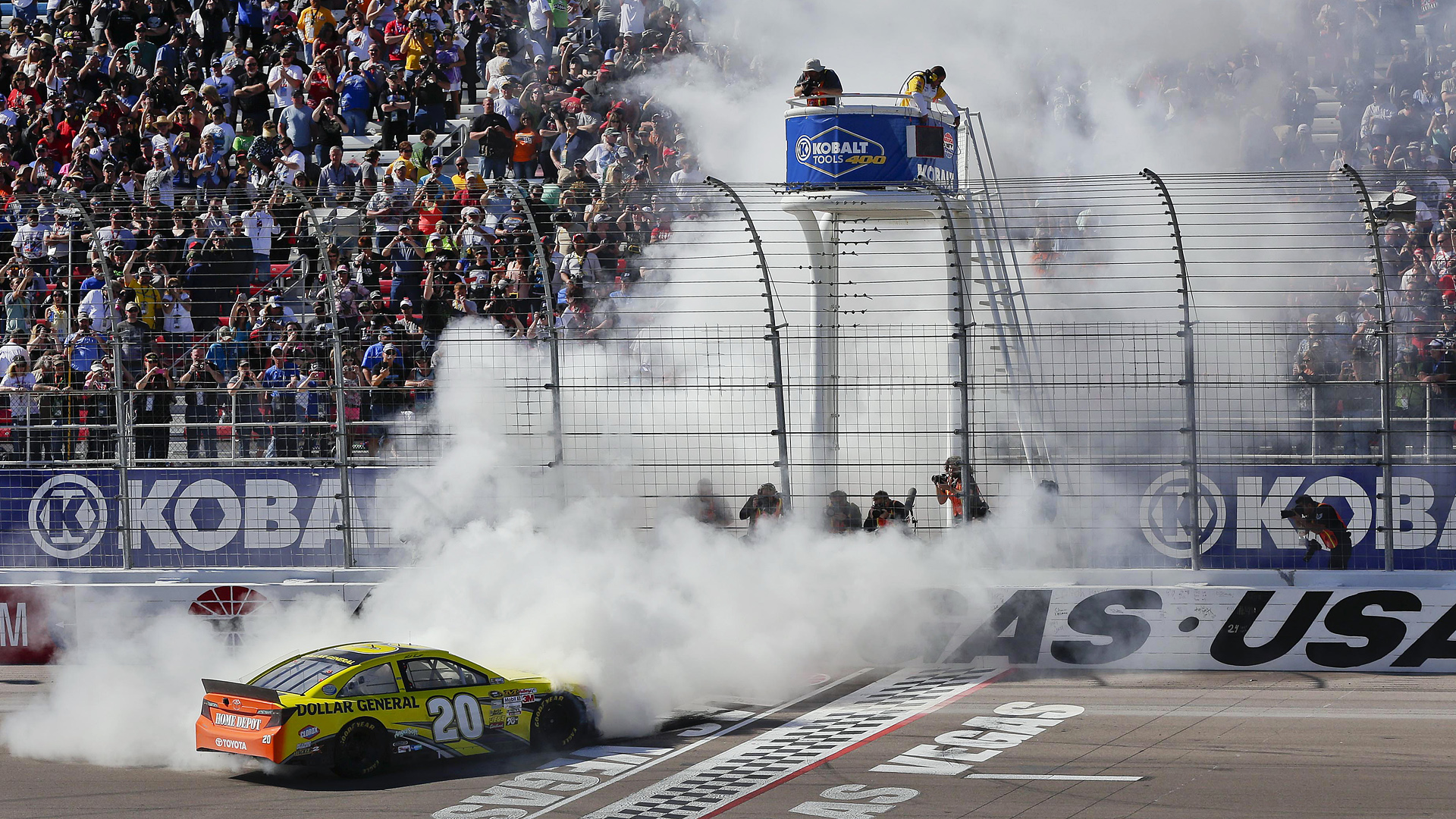 Matt Kenseth-Las Vegas-AP-FTR.jpg