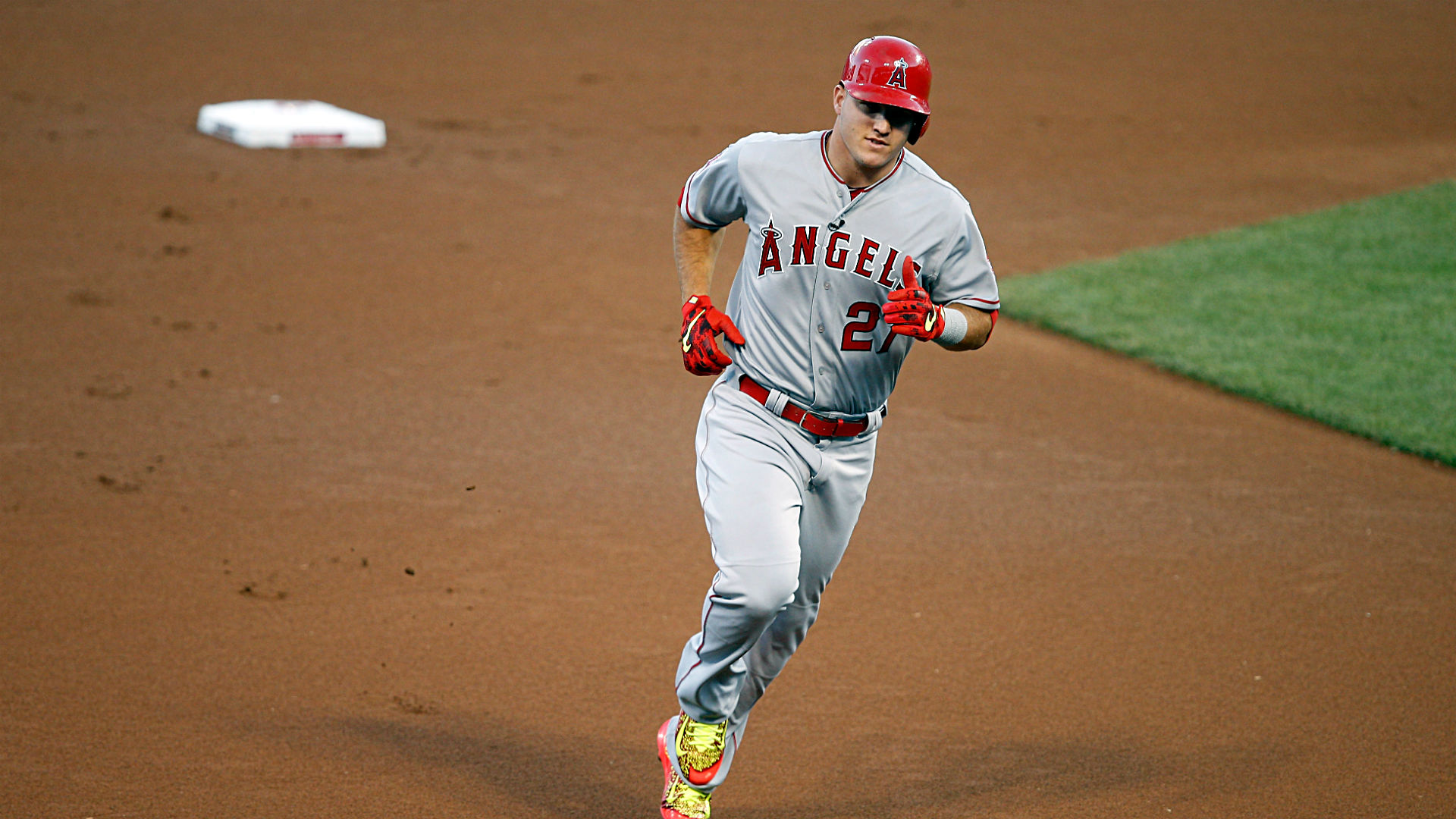 Mike Trout HR-071415-getty-ftr.jpg