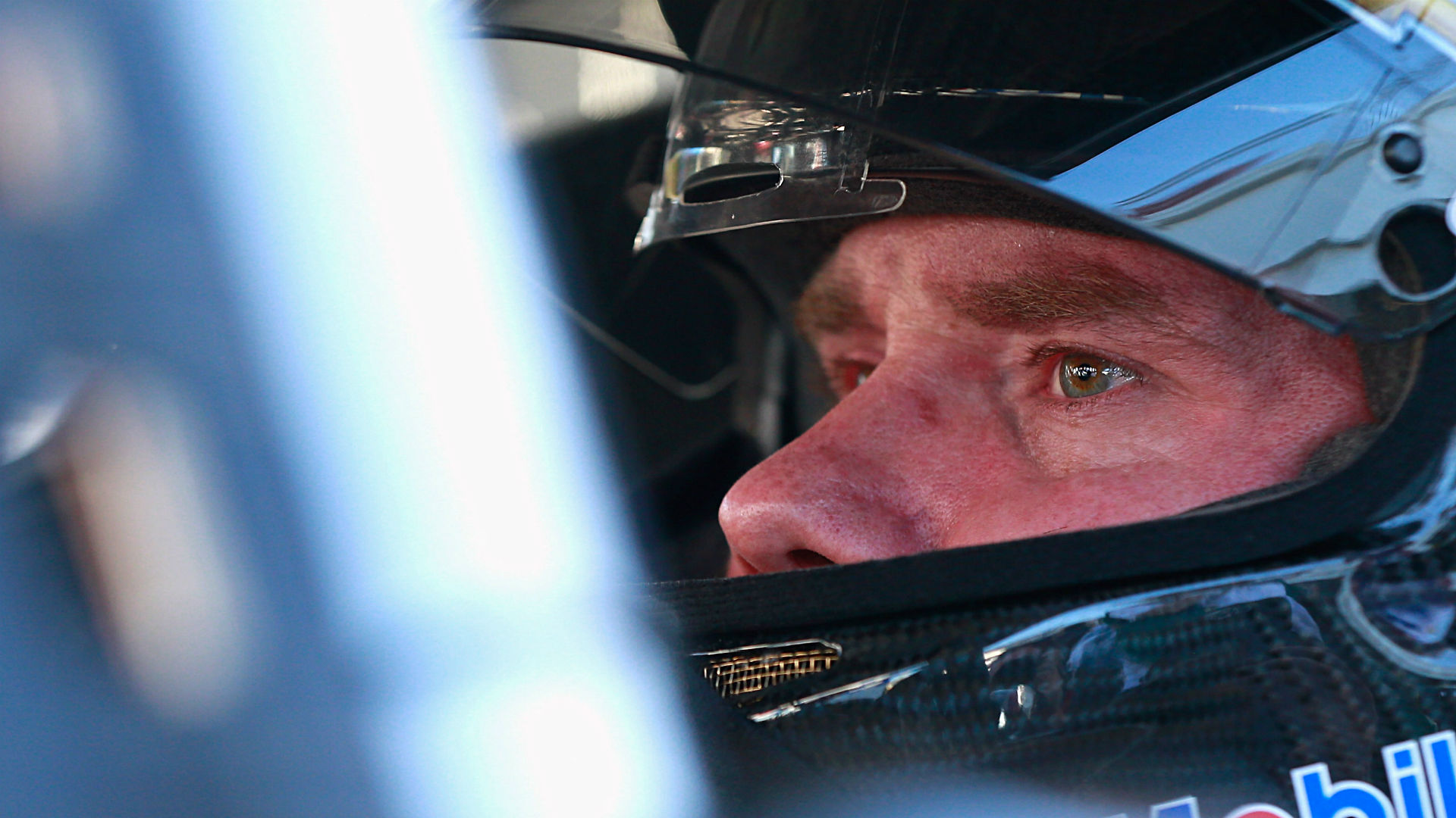 Brian Vickers crashed in his first race as Tony Stewart's temporary replacement