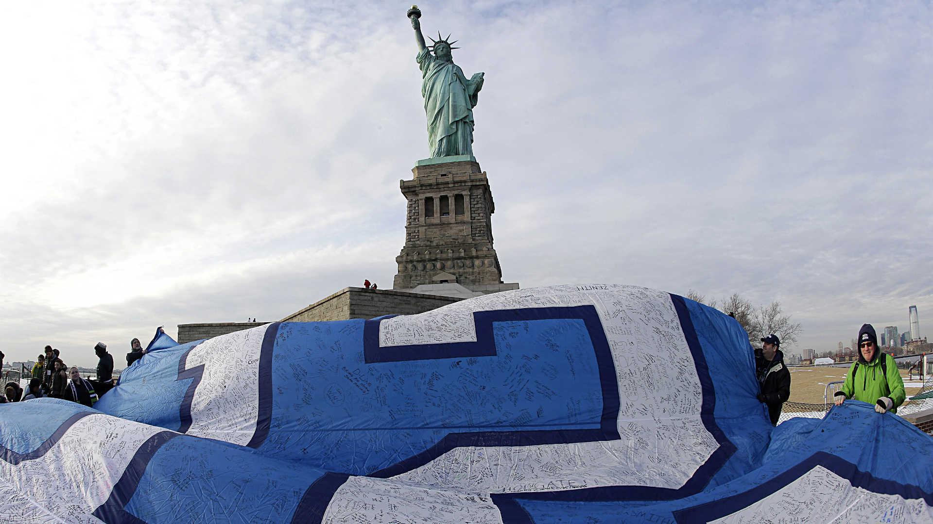 Seahawks-fans-Super-Bowl-48-nyc-ap-FTR