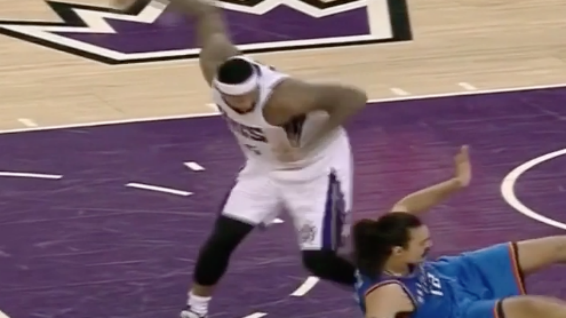 Rajon Rondo gets two delay of games on one inbound attempt