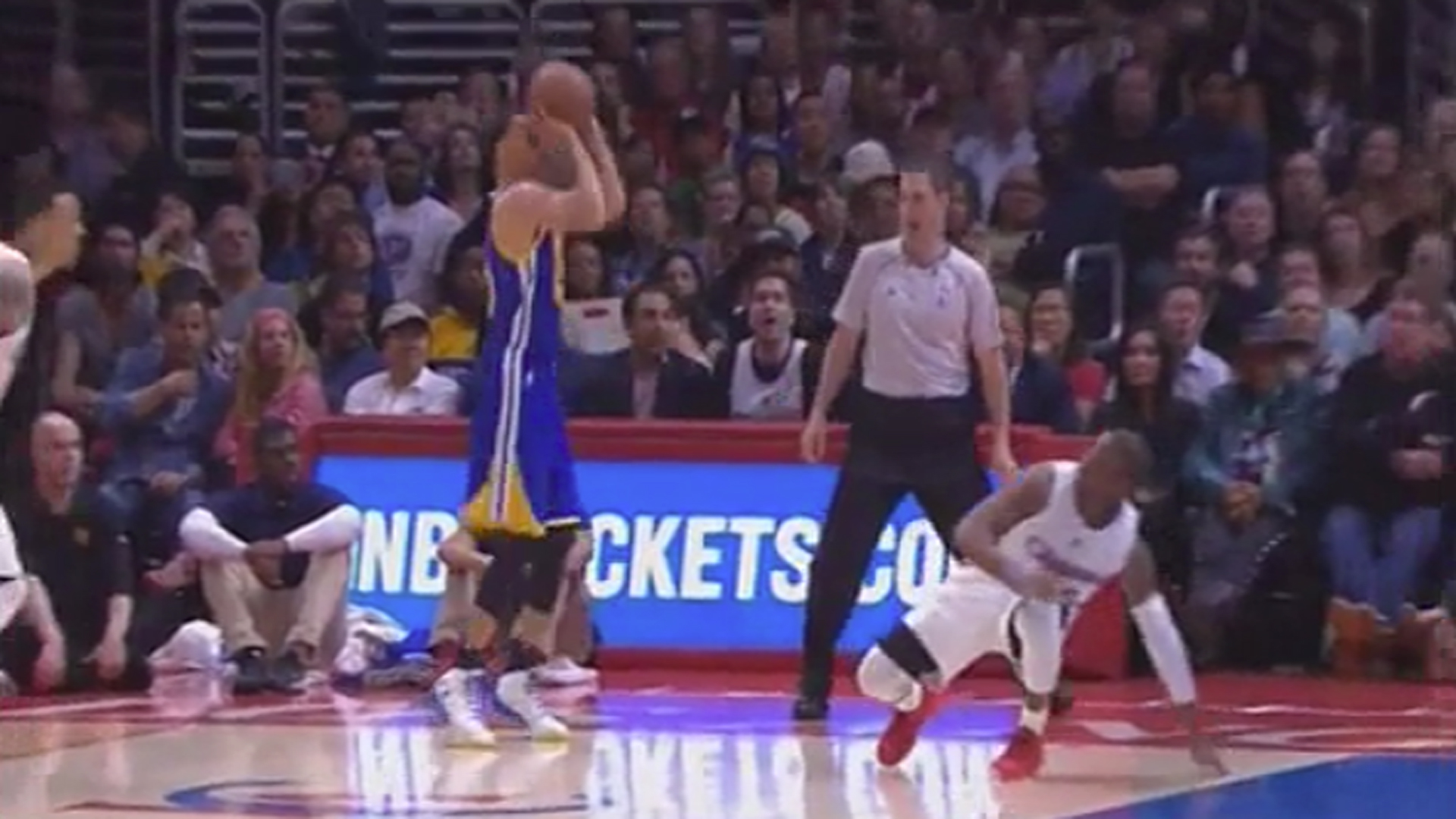 Steph Curry breaks Chris Paul's ankles with insane dribble ...