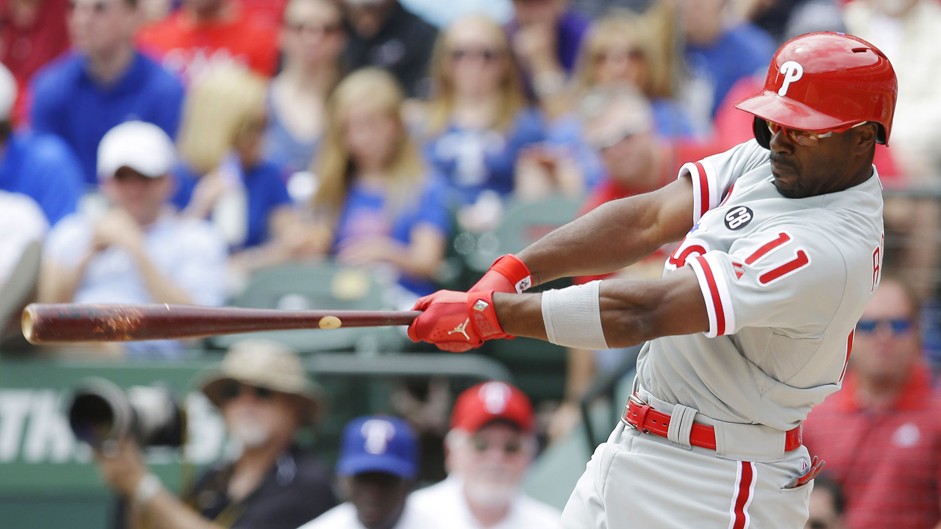 Jimmy Rollins shuts fan up by blasting walk-off