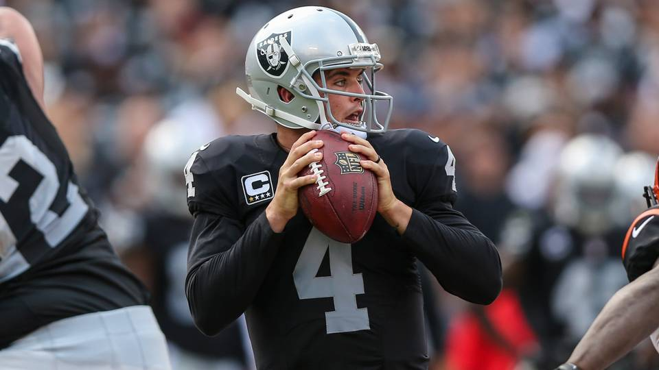Derek-Carr-092515-GETTY-FTR.jpg