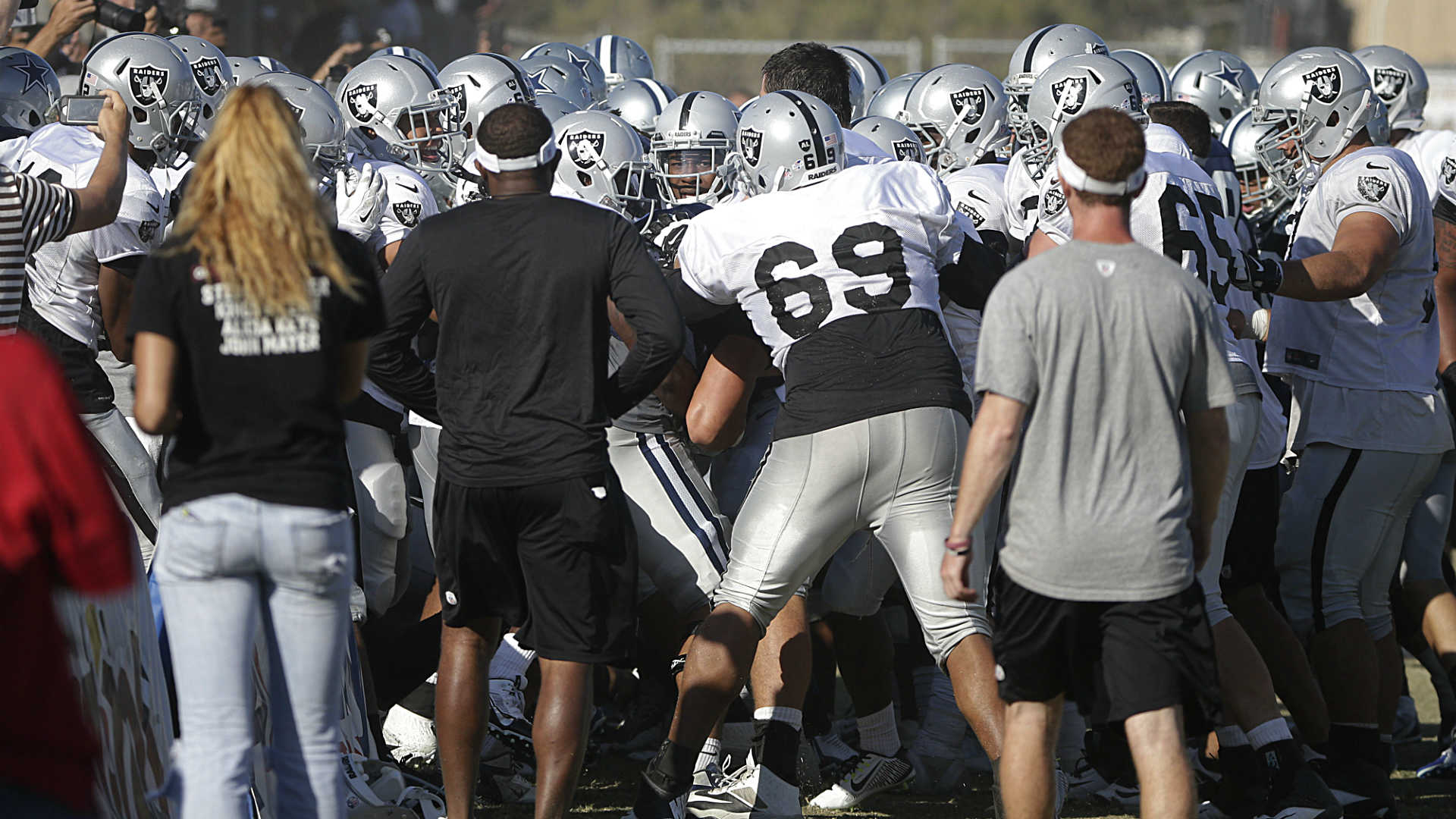 Cowboys-Raiders-brawl-081214-AP-FTR.jpg