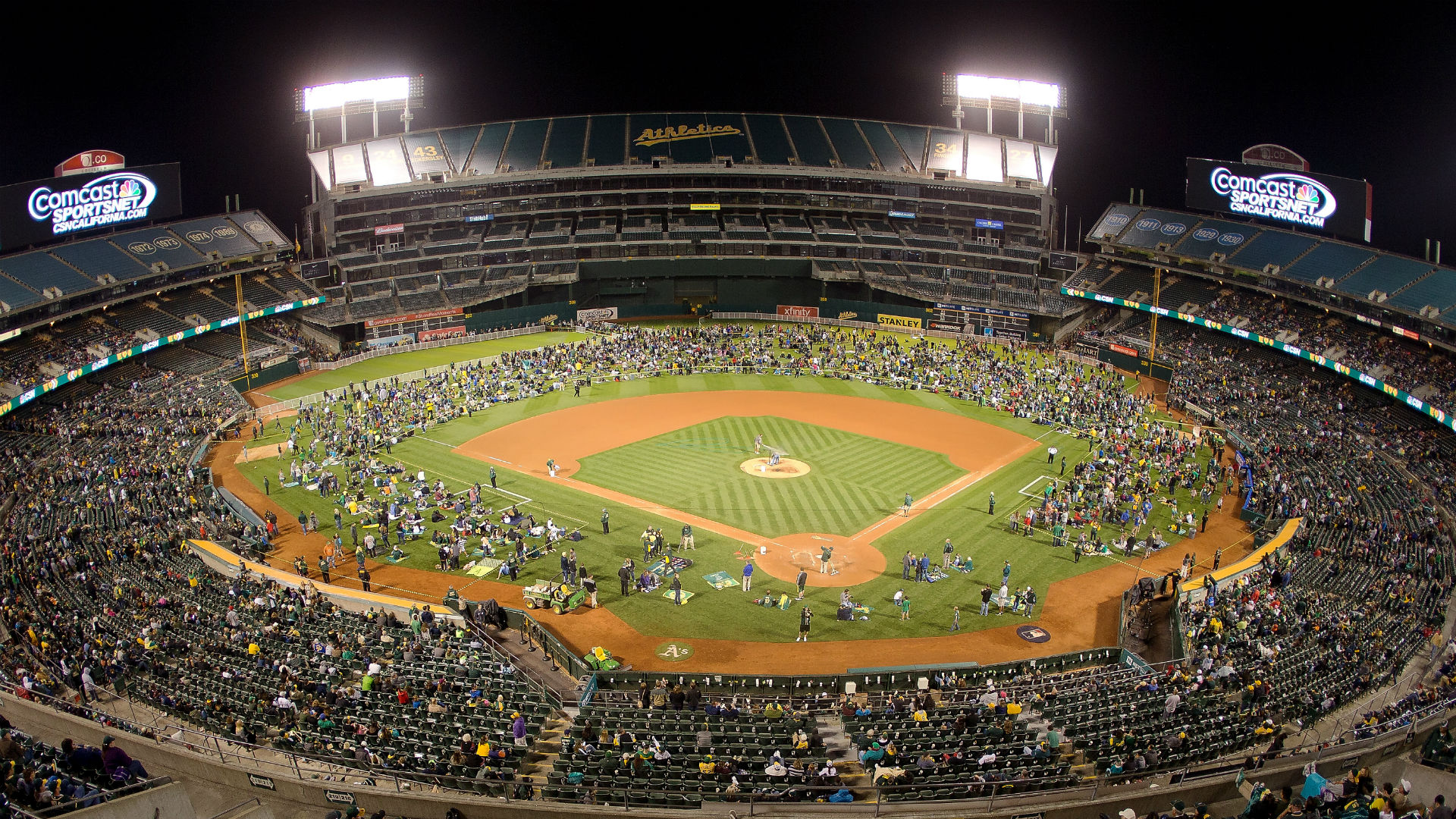 Oakland coliseum becomes stage for savage public breakup for Country plans com