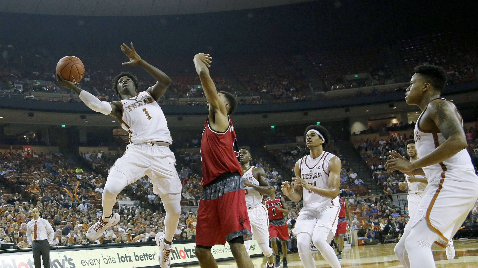 Texas Sophomore Guard Andrew Jones Diagnosed With Leukemia, Starts Treatment