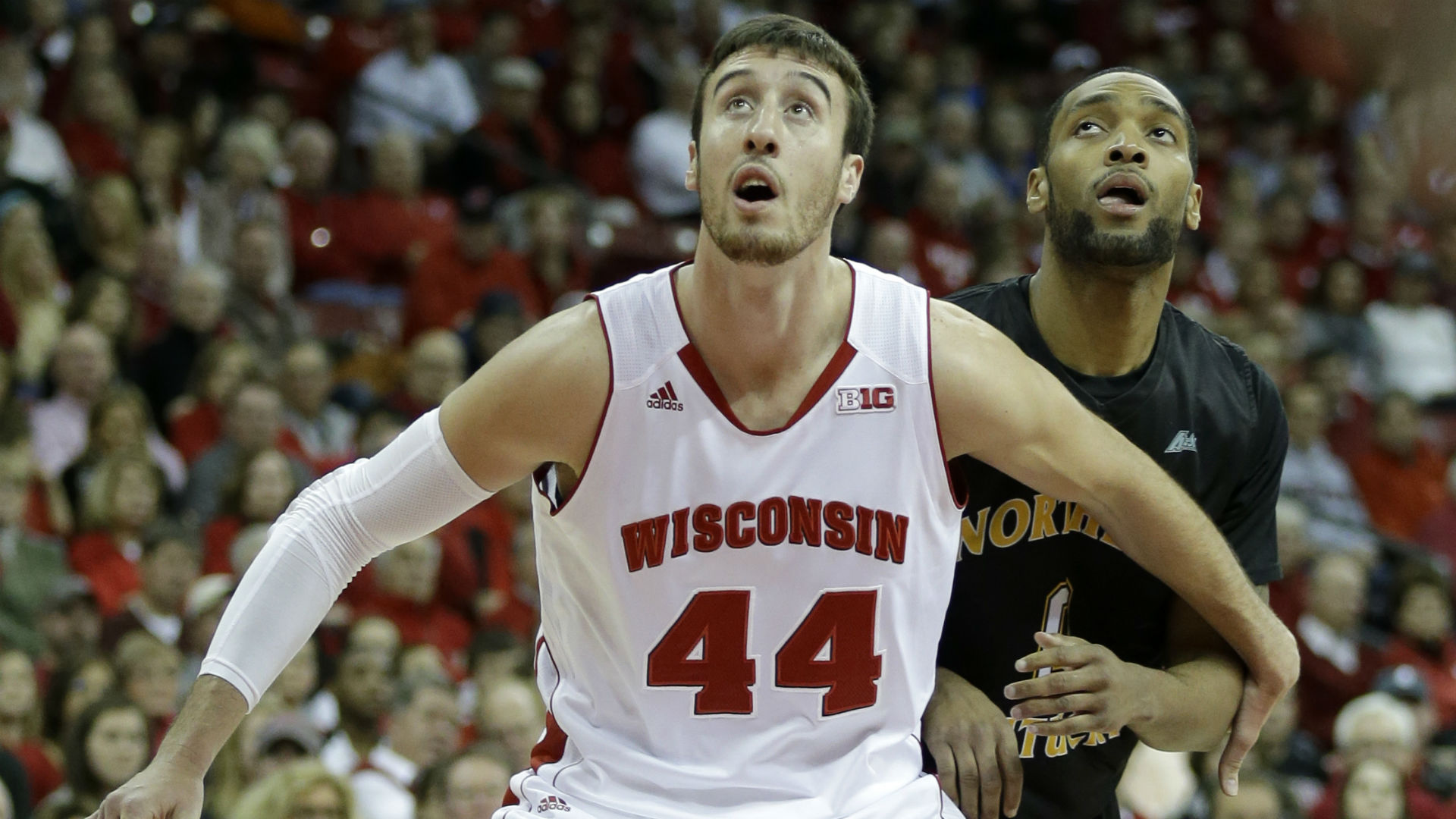 Sunday college hoops – Wisconsin lays big number vs. surging Illinois