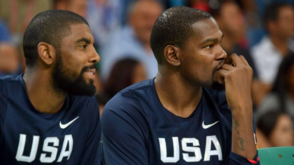 Tin mật: Kevin Durant và Kyrie Irving thân mật bất thường sau sự kiện All-Star