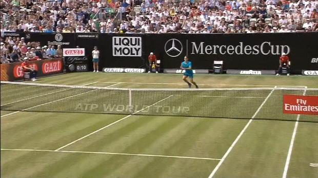Tennis : Stuttgart - Federer file en demies