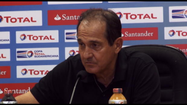 L'entraineur de Sao Paulo était abbatu en conférence de presse après la défaite de son équipe aux tirs au but face à l'Atlético Nacional en demi-finale de la Copa Sudamericana.