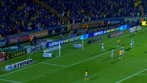 لقطة: كرة قدم: إحتفال رائع من جيناك بعد تسجيله هدفاً