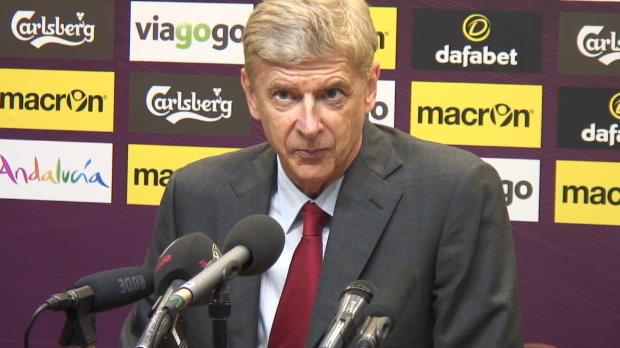 Arsenal est allé l'emporter à Aston Villa samedi (3-0). Pour son entraîneur Arsène Wenger, au-delà de la performance collective, la polyvalence de Mesut Özil demeure un atout important des Gunners.