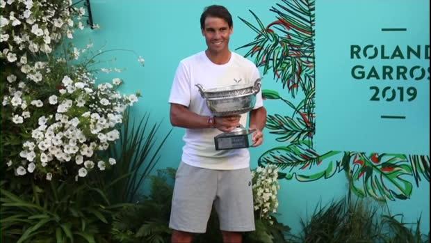 Tennis : Roland-Garros - Nadal pose avec son 12e trophée