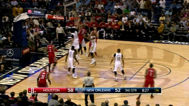 Rockets - Harden claque un dunk de folie