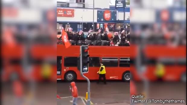 Mega-Aufstiegsparty? Nicht in Barnsley! | Viral