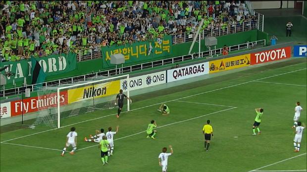 AFC Champions League - La ocasi�n de oro de Lee Dong-Gook
