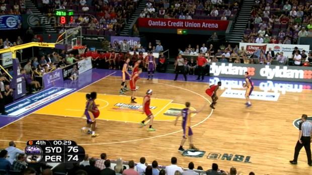 Célébration en fin du match de NBL entre les Kings de Sydney et Perth Wildcats, apres le panier de Josh Childress. Le match a été remporté par ses Kings sur le score de 78-74. Childress est un ancien joueur de NBA qui a évolué entre autres, avec les Hawks d'Atlanta et les Suns de Phoenix.