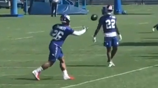Saquon Barkley makes Odell Beckham-like one-handed catches look easy